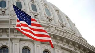 طرح قطعنامه محدود کردن اختیارات نظامی رئیس جمهوری آمریکا توسط سناتور دموکرات تیم کاین به مجلس سنا ارائه شده است.