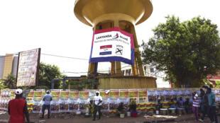 Affiches de campagne à Bissau avant les législatives du 10 mars 2019.