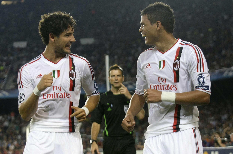 Os jogadores brasileiros, Pato e Thiago Silva comemoram um dos gols do empate do Milan com o Barcelona.