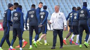 L'équipe de France et Didier Deschamps, sélectionneur, au centre.