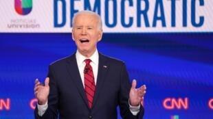 Joe Biden sur le plateau de CNN, lors d'un débat avec son challenger Bernie Sanders, le 15 mars 2020.