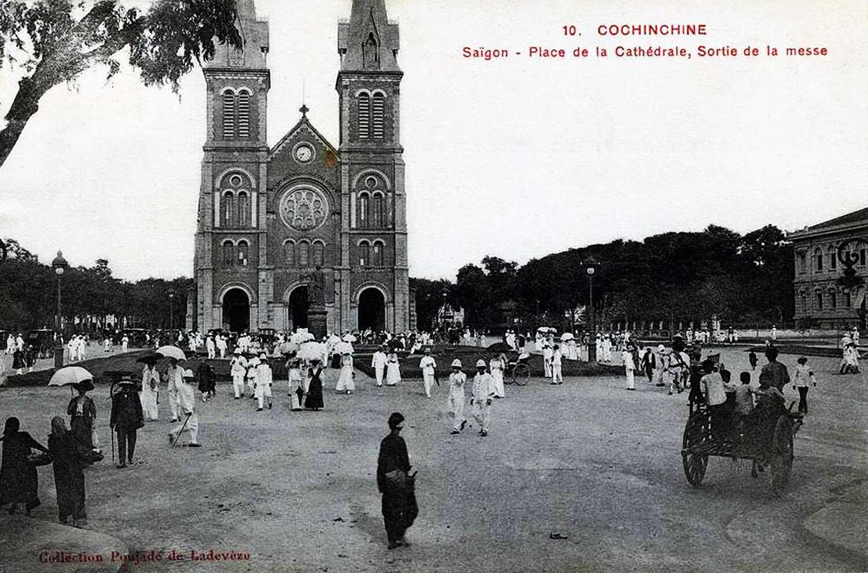 Tan lễ ở Nhà thờ Đức Bà Sài Gòn, ảnh chụp khoảng sau năm 1880.