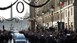 مراسم تشییع جنازه رسمی جانی هالیدی در پاریس