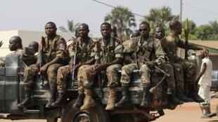 Des soldats de l'armée centrafricaine à Bangui le 8 janvier 2013.