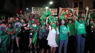2020-12-30T104151Z_1769645402_RC2MXK9BM3P7_RTRMADP_3_ARGENTINA-ABORTION