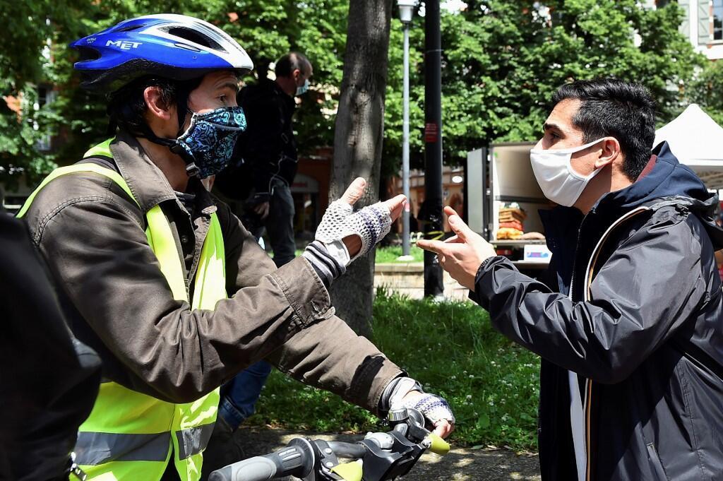 Участник акции протеста в Тулузе