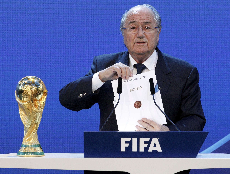 Глава ФИФА Йозеф Блаттер сообщает о присуждении России прав на проведении ЧМ по футболу в 2018 году, Цюрих, 2 декабря 2010 г.