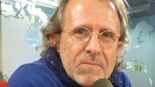El canta-autor uruguayo Ricardo Torres en los estudios de RFI.