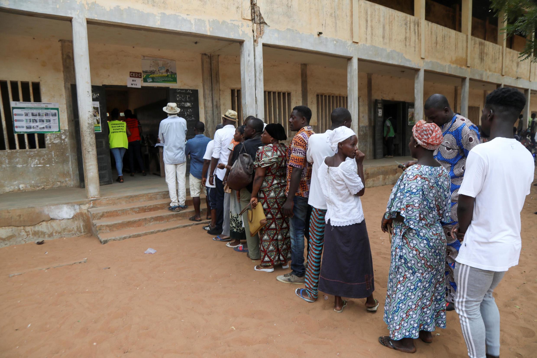 Election présidentielle au Togo: les électeurs se pressent dans les bureaux de vote avant de rendre au travail, comme ici à Lomé, ce samedi 22 février 2020.