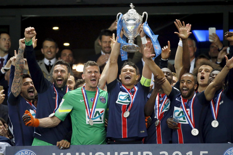Futebolistas do PSG em festa, após a conquista da Taça de França, a 30 de maio, vencendo por 1/0 ao Auxerre