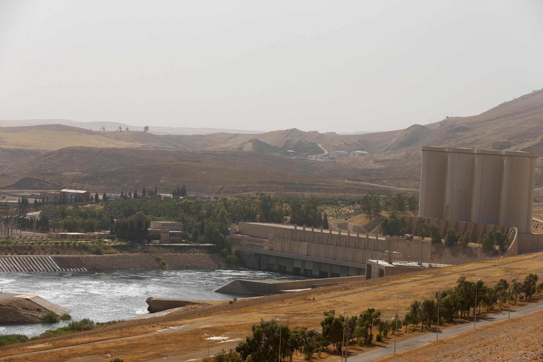 Ирак: общий вид плотины в Мосуле