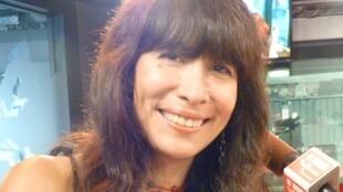 La cantante peruana Miryam Quiñones en los estudios de RFI París.