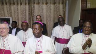 Au centre interdiocésain de Kinshasa, le 31 décembre 2016, signature sous l'égide de la Conférence épiscopale nationale du Congo (Cenco) d'un accord politique entre les signataires de l'accord du 18 octobre 2016 et ceux de l'opposition qui n'y ont pas été.