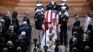 Các cựu tổng thống Mỹ hiện diện ở các hàng ghế đầu bên trái trong tang lễ thượng nghị sĩ John McCain tại Vương cung thánh đường Washington ngày 01/09/2018.