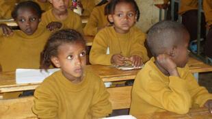 Jeunes écolières à Addis-Abeba, le 30mai 2008.