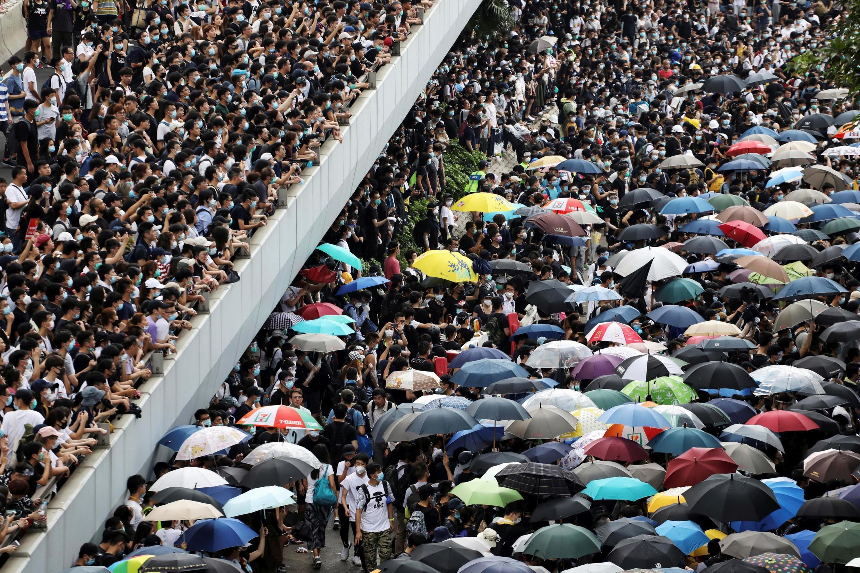 图为香港市民2019年6月12日抗议立法院审议送中修例