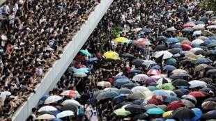 圖為香港市民2019年6月12日抗議立法院審議送中修例