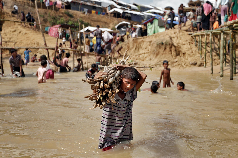 Mais de 420 000 rohingyas fugiram para o Bangladesh