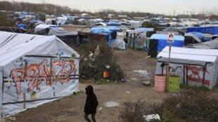 Les migrants campant dans la partie sud de la «jungle» de Calais ont gagné un peu de répit mardi, 22 février 2016.