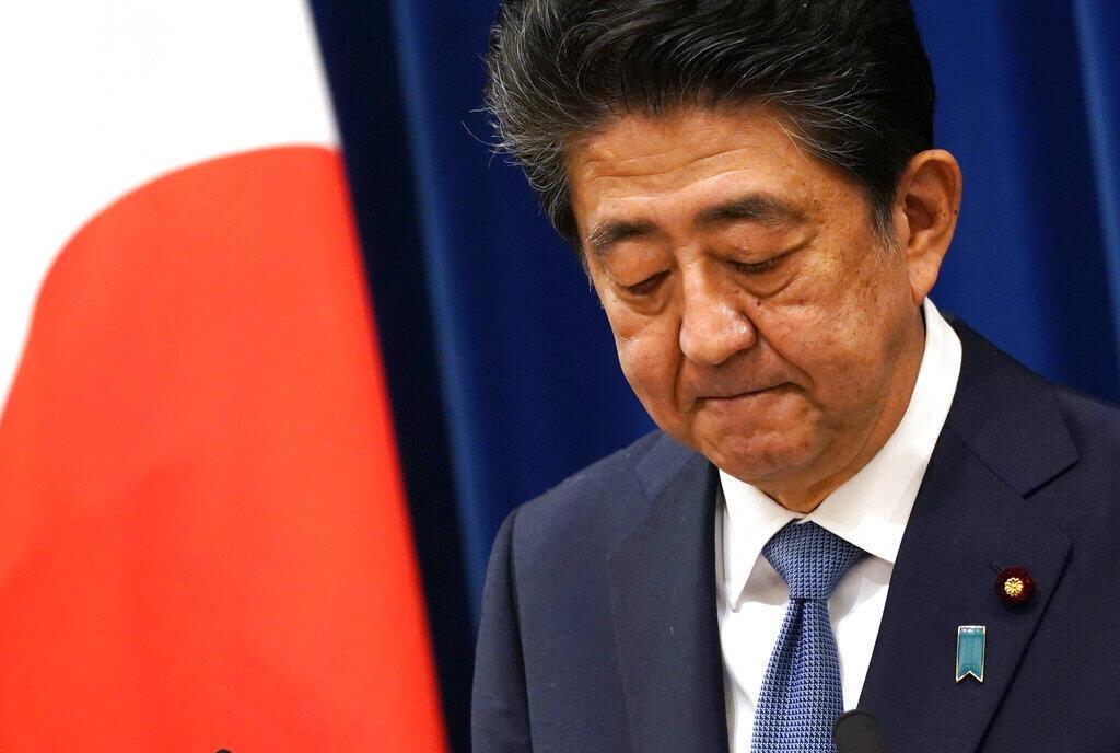 O primeiro-ministro japonês, Shinzo Abe, sofre há vários anos de uma doença crônica não contagiosa que provoca inflamações no intestino grosso e na mucosa do reto.