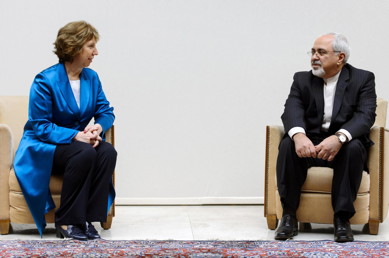Ngoại trưởng Iran Mohammad Javad Zarif (P) và người đứng đầu Ngoại giao Châu Âu Catherine Ashton, Genève, 15/10/2013.