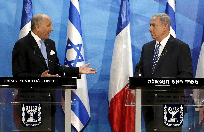 Cuộc đói mặt giữa thủ tướng Israel Benjamin Netanyahu và Ngoại trưởng Pháp Laurent Fabius (T), ngày 21/06/2015 tại Jérualem.