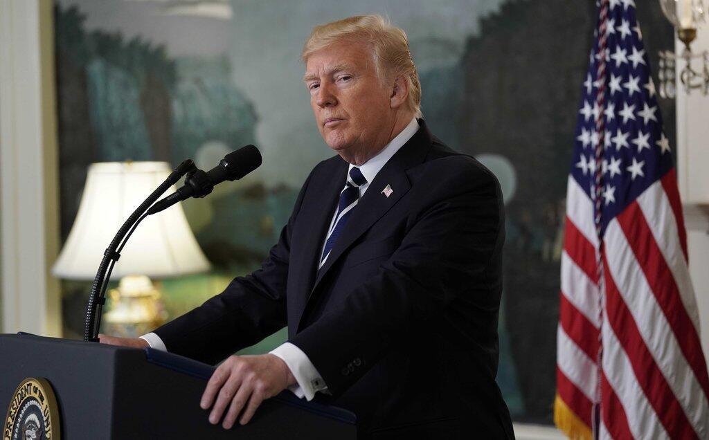 Дональд Трамп объявил о новой стратегии США по Ирану и пригрозил выйти из ядерного соглашения с Исламской республикой.
