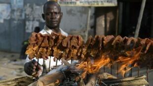 Mai sayar da naman suya a kasar Hausa