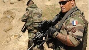 Les militaires les plus gravement blessés doivent être stabilisés avant d'être rapatriés.