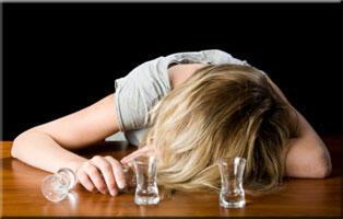 Consequências do alcoolismo são mais graves para as mulheres, alerta jornal Libération.