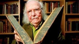 آلن ری (Alain Rey)، فرهنگنویس و لغتشناس بزرگ فرانسوی در  ٩۲ سالگی درگذشت.