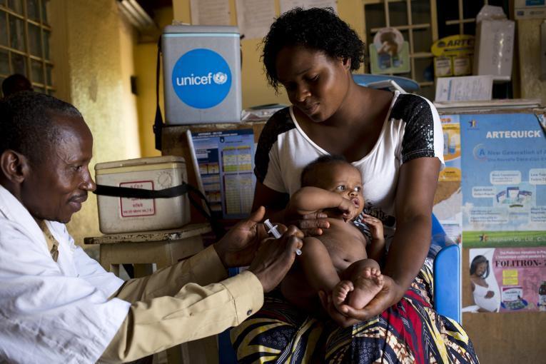 Vaccination d'un enfant en RDC.
