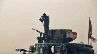 Soldado das forças armadas iraquianas em Mossul