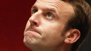 "Emmanuel Macron, o ministro socialista que quer ""liberalizar"" a França."
