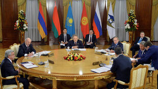 Presidents attend a meeting of state heads of the Supreme Eurasian Economic Council.