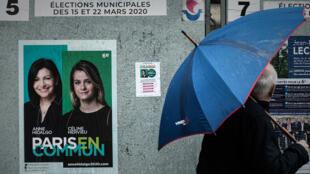 Une affiche électorale de la candidate sortante Anne Hidalgo à Paris, le 5 mars 2020.