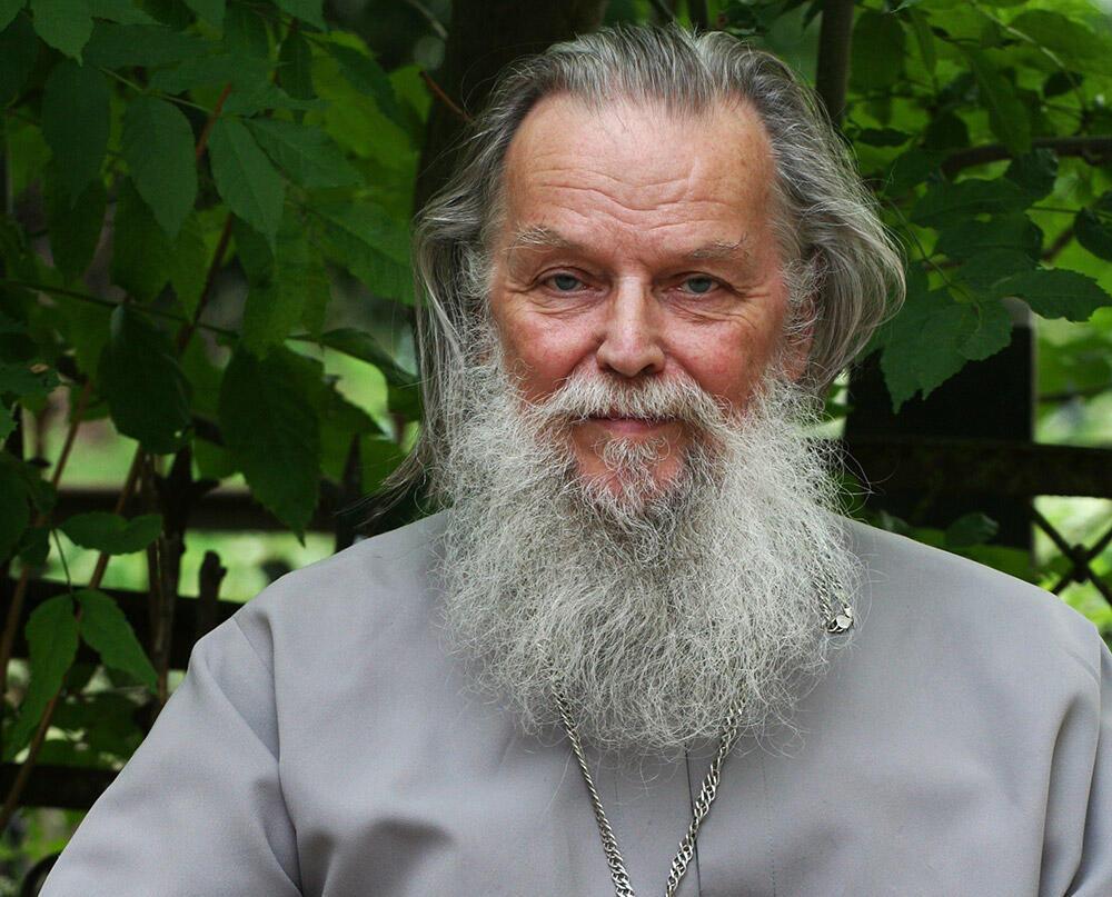 O padre Pavel Adelgueim, que foi encontrado morto a facadas