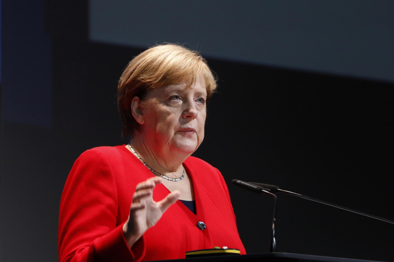 Alemanha de Angela Merkel abre espaço para mulheres na direção de grandes empresas.