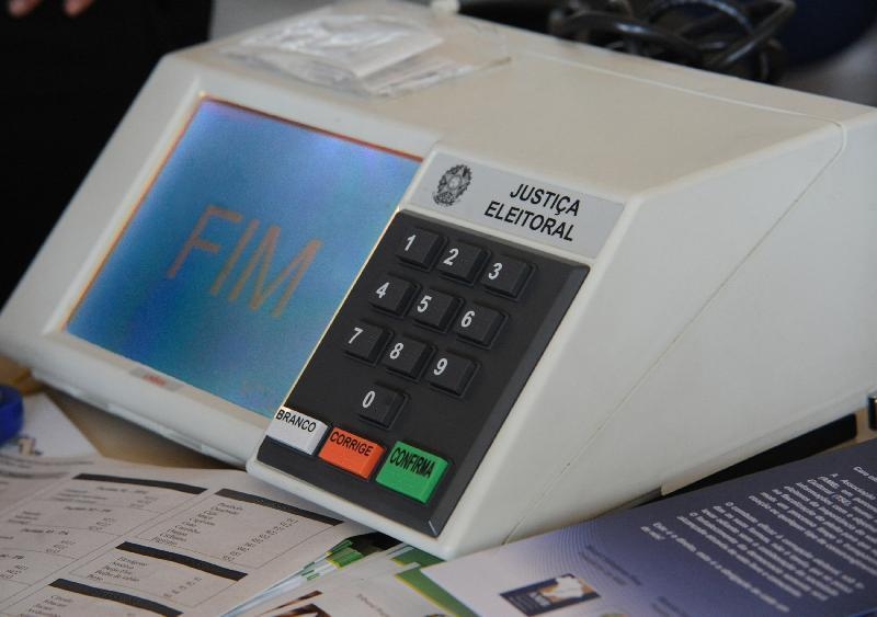 Urna eletrônica começou a ser implantada no Brasil em 1996