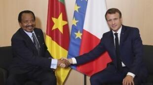 Le président camerounais Paul Biya et le président français Emmanuel Macron, à Lyon, le 10 octobre 2019.