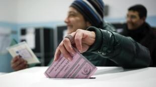 Italianos voltam às urnas nesta segunda-feira (25) em eleição decisiva para o futuro da Itália.