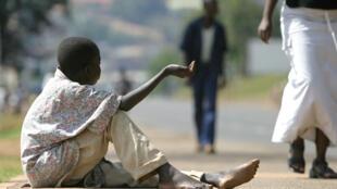 Un enfant fait la manche à Kigali, Rwanda. (Image d'archive)
