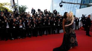 Naomi Campbel e Nicole Kidman no tapete vermelho do Festival de Cannes.