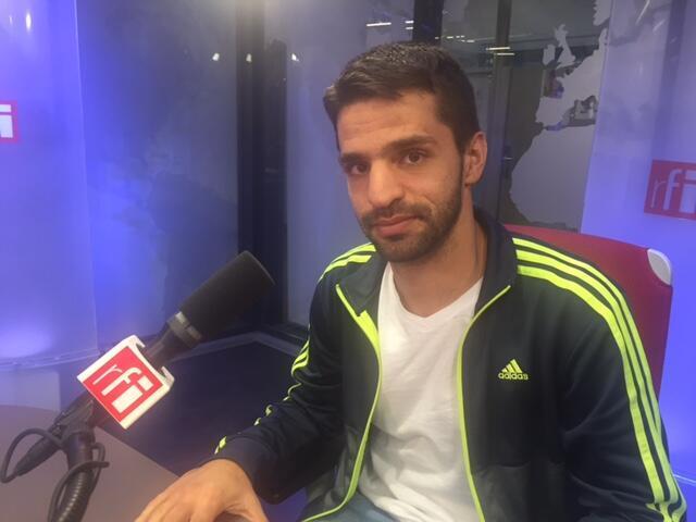 O jornalista e documentarista Carlos Juliano Barros em entrevista no estúdio da RFI Brasil em 14 de outubro de