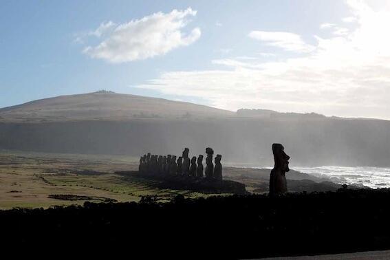 Las célebres estatuas moáis en la isla de Pascua.