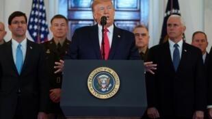 دونالد ترامپ در کنفرانس مطبوعاتی پس از حمله موشکی ایران به نیروهای آمریکایی در عراق.