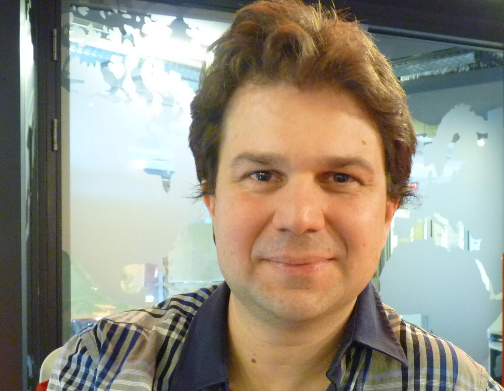 El artista y escritor argentino Alejandro Erbetta en los estudios de RFI.