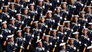 14 000 soldats, mais aussi des chars, des missiles, des système anti-aériens et l'aviation, dont des modèles sont engagés en Syrie ont défilé ce 24 juin à Moscou.