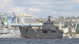Большой десантный корабль «Николай Фильченков» в Севастополе, 6 сентября 2013 года