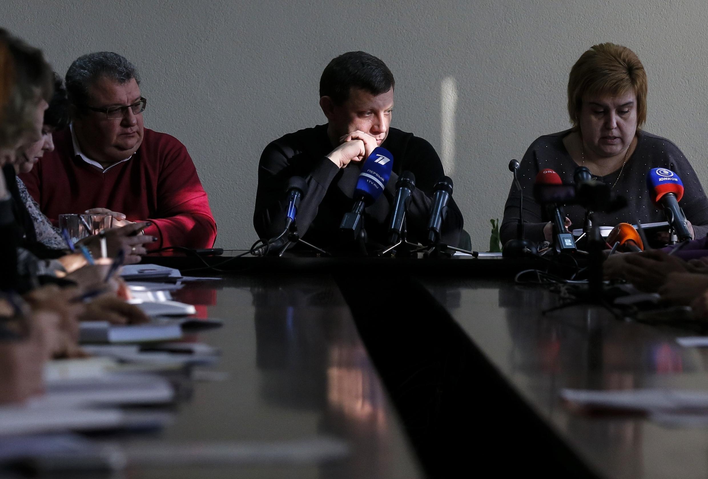 Самопровозглашенный губернатор ДНР Александр Захарченко на совещании в Донецке 09/12/2014